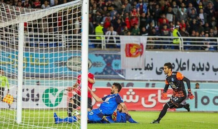 خبرنگاران هشدار نهایی فدراسیون فوتبال به استقلال و شهرخودرو، فقط چند دقیقه وقت دارید