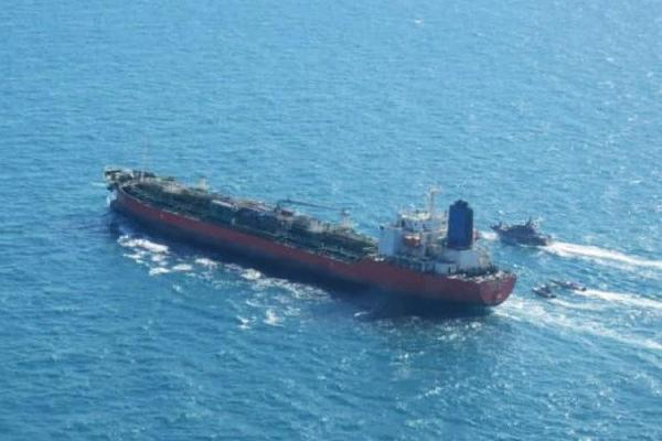 (تصاویر) توقیف نفتکش کره جنوبی توسط سپاه