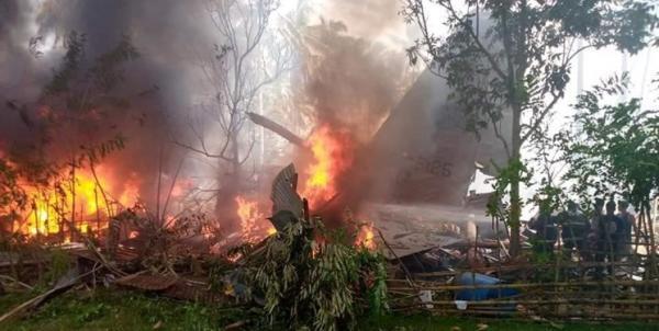 سقوط هواپیمای نظامی فیلیپین با 92 سرنشین، دست کم 17 تن کشته شدند